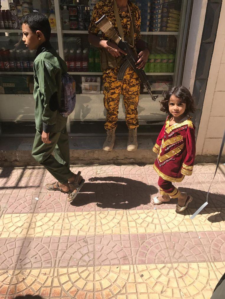Kinderen op straat Beeld Ana van Es