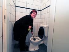 Jubilerende toiletjuf heeft maar één wens: 'Graag een betere plek'