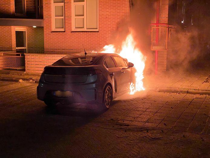 De autobrand aan de Wielewaal is de zoveelste in een lange rij.