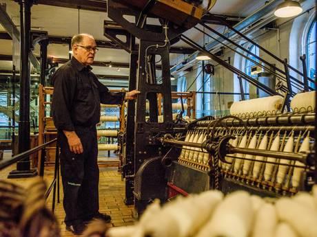 Weefmachine kapot? Paul Looijkens is de enige die de oude apparaten in het TextielMuseum aan de praat kan houden
