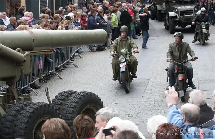 Grote Bevrijdingsparade Op 5 Mei In Enschede Enschede Tubantianl
