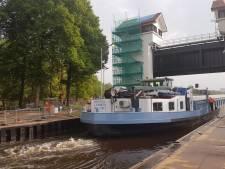 Eerste schepen passeren Sluis Delden, wel extra werk