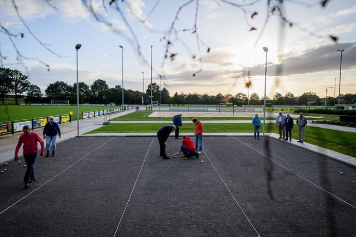 De nieuwe jeu-de-boulesbanen in Fleringen worden al veelvuldig gebruikt.