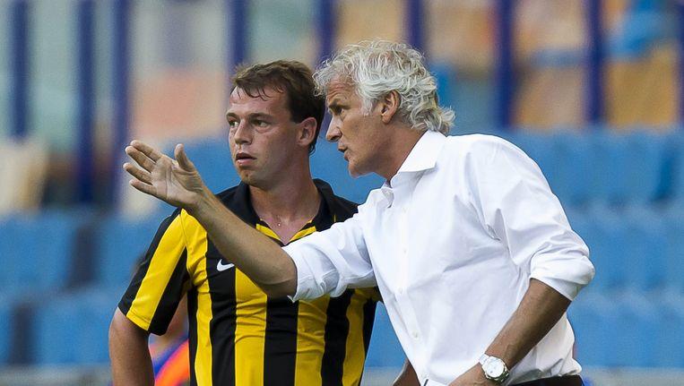 Nicky Hofs krijgt aanwijzingen van trainer Fred Ruttern (rechts), Beeld ANP Pro Shots