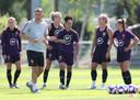 Phil Neville op de training van Engeland.