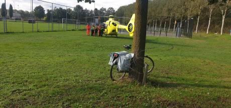 Traumaheli landt bij voetbalvelden Juliana  vanwege gevallen fietsster