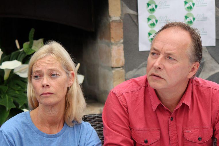 Hans en Roeli Kremers, de ouders van Kris Kremers, vorig jaar tijdens een persgesprek in Panama. Beeld epa