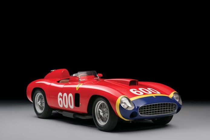 Deze Ferrari MM werd ook ooit bestuurd door Fangio. De auto werd in 2015 geveild in New York en was destijds de duurste auto die ooit in die stad is verkocht.