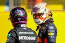 Verstappen en Hamilton blikken nog even terug.