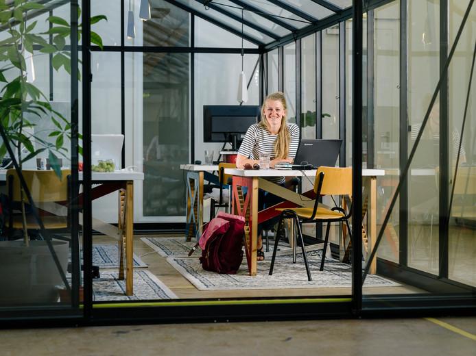 Jette Pellemans in haar kantoor-buiten-de-deur, Vechtclub XL in Utrecht.