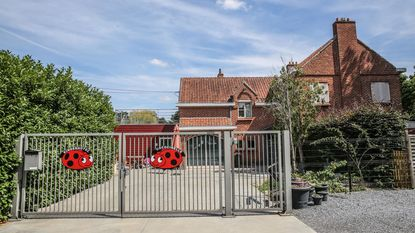 Uitbaatster kinderhotel Waregem vraagt buiten vervolgingstelling