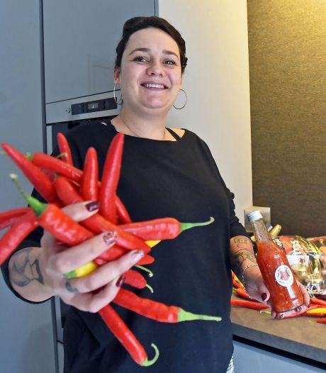 Kim uit Hulst verkoopt zelfgemaakte sambal: van mild en kruidig tot de tranen over je wangen
