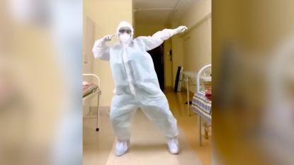 Dansende dokter gaat viraal met aanstekelijke moves