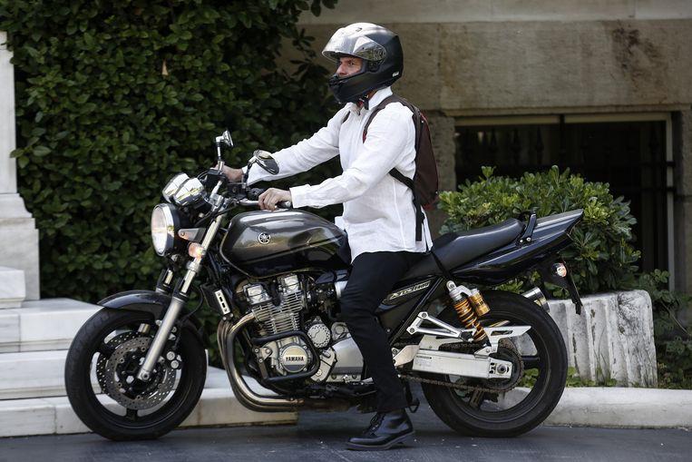 Minister Varoufakis kwam zoals gewoonlijk met de motorfiets naar de regeringsbijeenkomst.