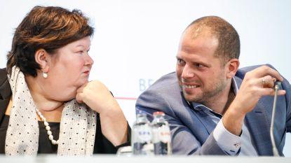 """Theo Francken (N-VA) en zijn opvolgster Maggie De Block (Open Vld) voor het eerst met elkaar in debat: """"Geen persoonlijke vete tussen ons"""""""