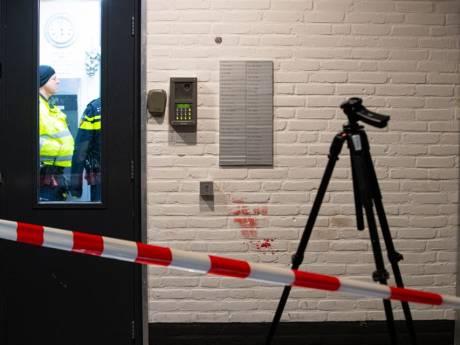 Steekpartij in flat Zwolle: meterslang bloedspoor, 2 gewonden