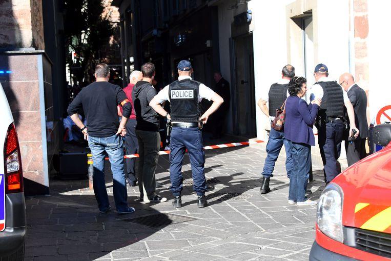 Politie is aanwezig op de plek waar de steekpartij plaatsvond.