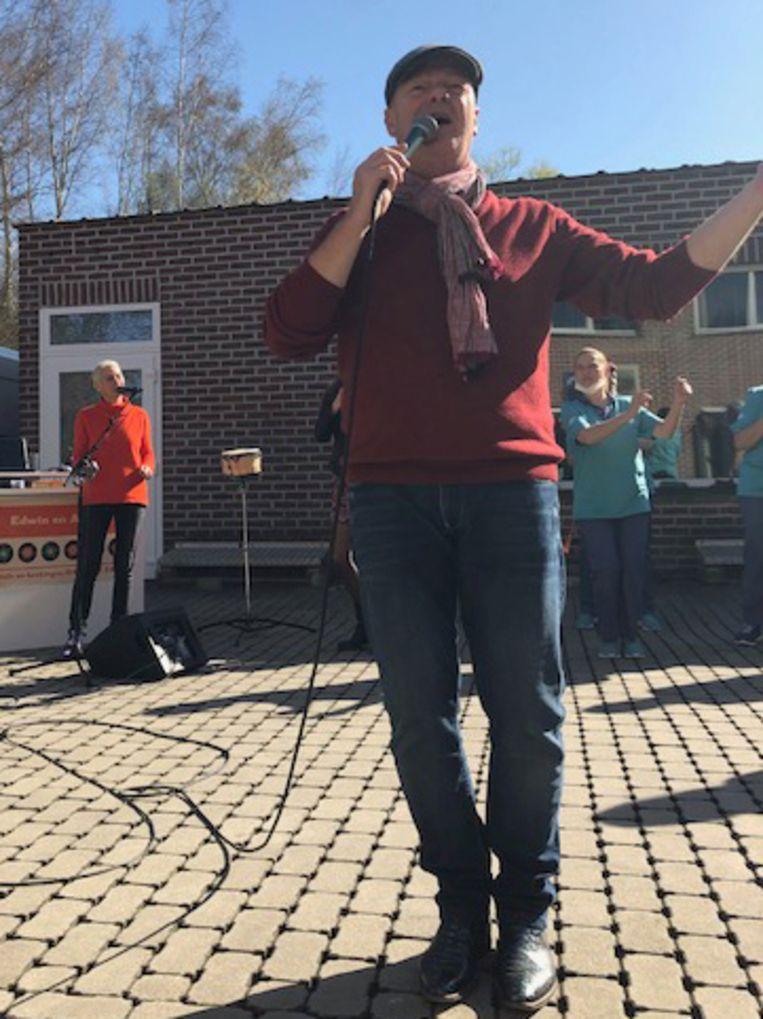 Het muziekoptreden voor de bewoners van woonzorgcentrum Ter Bake in Denderleeuw.
