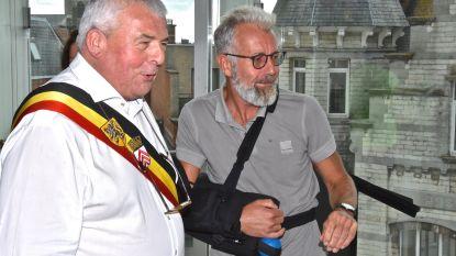 Dirk Robaey (54) die pelgrimstocht van Menen naar Compostella wandelde ontvangen op stadhuis
