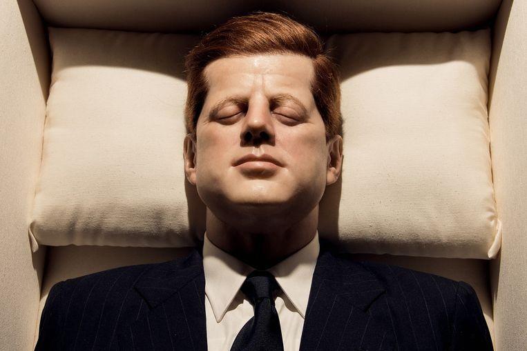 Maurizio Cattelan, Now (2004). Een wassen beeld van president John F. Kennedy in zijn doodskist. Beeld HH / The New York Times