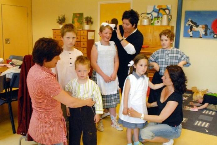 Ot En Sien Kinderkleding.Tijden Ot En Sien Herleven In Creil Noordoostpolder Destentor Nl