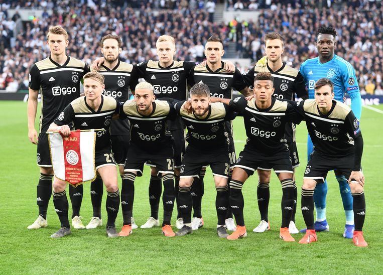 De spelers van Ajax voor de halve finale tegen Tottenham Hotspur.  Beeld EPA