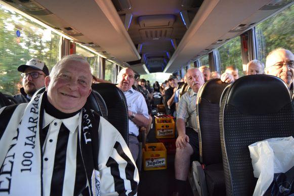 Een bus vol enthousiaste supporters. Klaar om te vertrekken.