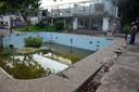 Ook van het zwembad bij Escobars huis is weinig meer over.