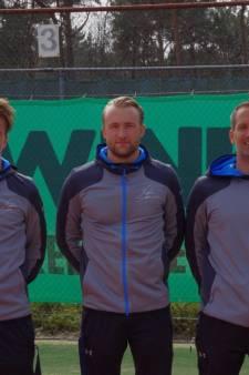 Topteam van tennisclub TOZ is 'bloedfanatiek op de baan, maar daarna is er tijd voor een biertje'