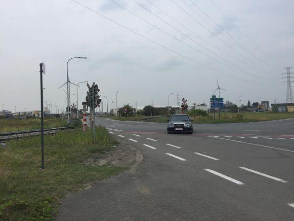 Het ongeval gebeurde aan de overweg.