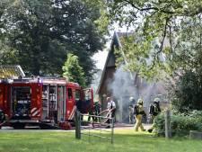 Brandweer rukt uit voor brand bij woonboerderij in Weerselo
