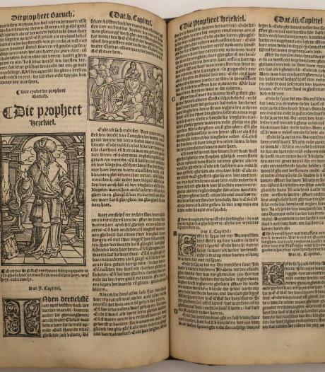 Historische bijbels van Antwerpse prof brengen 90.000 euro op