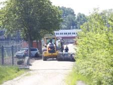 Graafwerk bij oude IJsselcentrale in Zwolle gaat faliekant mis: man bedolven onder zand en daardoor zwaargewond