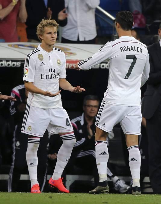 Een 16-jarige Odegaard debuteert als vervanger van Cristiano Ronaldo bij Real Madrid.