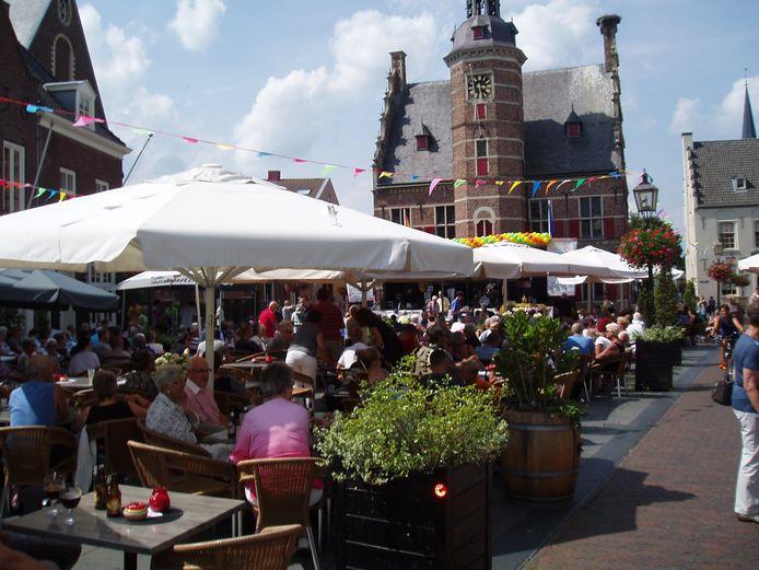 De Markt in Gennep tijdens Summmertime.