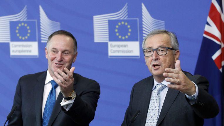 Jean-Claude Juncker (op de foto rechts) ging tegen Oost-Europese lidstaten tekeer omdat deze geen 'solidariteit' met Duitsland en Zweden betonen door ook asielmigranten op te vangen. Beeld epa