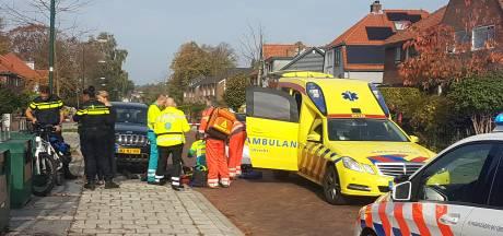 Fietser rijdt tegen open portier en raakt zwaargewond in Soest