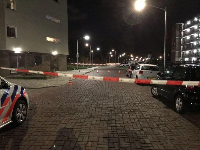 De Vorrinklaan in Dordrecht is afgezet, nadat de politie zondagavond waarschuwingsschoten loste bij een aanhouding. De politie doet momenteel onderzoek.
