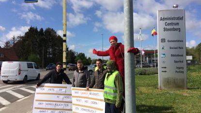 Levend verkeerslicht aan domein Steenberg om gevaarlijke situatie aan te kaarten (al was er geen fietser te bespeuren)