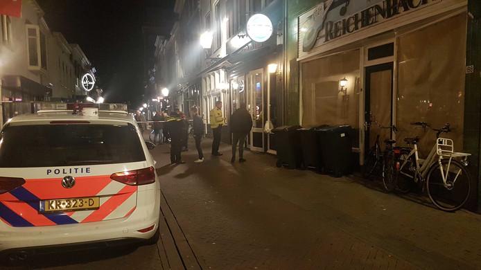 Bij de steekpartij in de horecagelegenheid in Kampen raakte één iemand gewond.