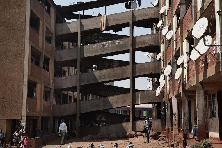 Beeld uit 2015 van een flat in een township aan de rand van de Zimbabwaanse hoofdstad Harare, die eerder door regeringstroepen werd verwoest. Beeld Getty Images