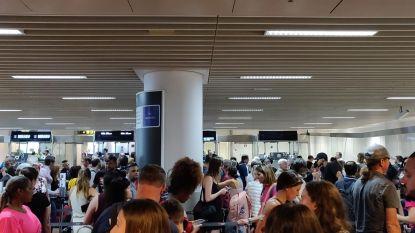 """Drukste dag van het jaar voor Brussels Airport: """"Twee uur aanschuiven aan paspoortcontrole"""""""