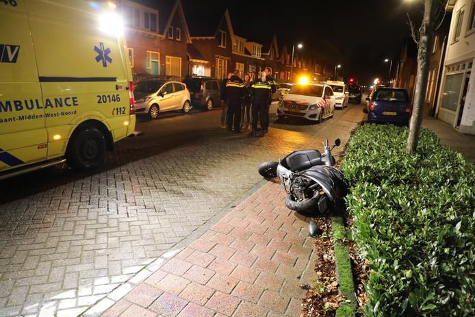 Gewonden bij botsing tussen scooter en auto in Waalwijk