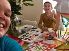 """Studente Judith past op kinderen personeel UZ Gent: """"Hier kan ik mijn tijd nuttiger besteden dan thuis"""""""