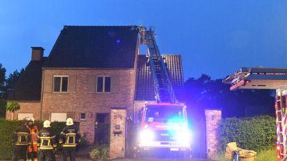 Bliksem slaat in: dak vat vuur en Lijnbus valt stil