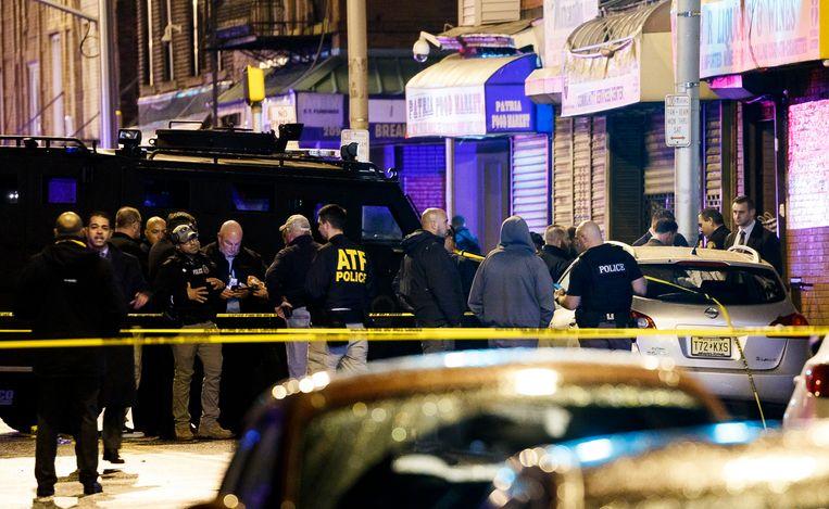 De politie doet nog altijd onderzoek op de plaats van de schietpartij. Beeld EPA