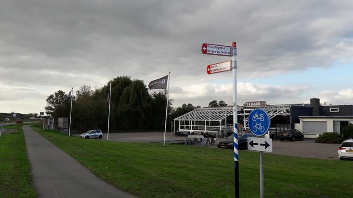 De eigenaar en exploitant van restaurant Caisson in Biezelinge bindt de strijd aan met de gemeente Kapelle over een boete van 1360 euro voor het verkopen van alcohol aan een meerderjarige.