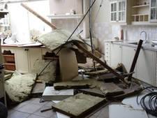 Schade na de storm: keukenzaak zonder dak  en zaagploegen hele dag bezig