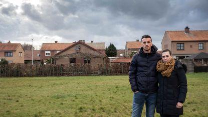 """Jonas (25) koopt bouwgrond over van gemeente Pelt, maar mag er niets op doen: """"Ik sta met mijn rug tegen de muur"""""""