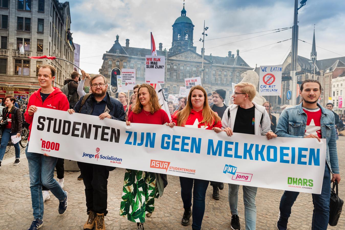 Foto ter illustratie. Het studentenprotest in september 2018 op de Dam, tegen het plan van de toenmalige minister Van Engelshoven om studenten meer rente te laten betalen op studieleningen.